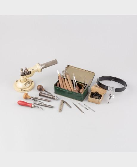 Erä kultasepän työkaluja