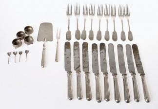 Haarukoita ja veitsiä, ottimia ja suolakoita, 24 osaa