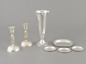 Maljakko, kynttilänjalkapari ja lasinalustoja, 4 kpl