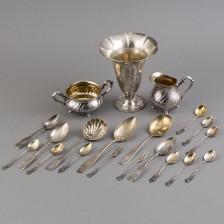 Erä hopeaesineitä