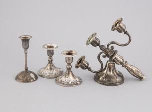 Kynttilänjalkapari, kynttilänjalka ja rikkinäinen kynttelikkö