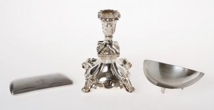 Kynttilänjalka, silmälasikotelo ja kulho