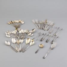 Erä sekalaisia hopea-aterimia