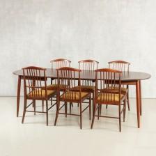 Pöytä ja tuoleja, 6 kpl