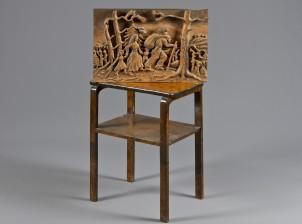 Pöytä ja reliefi