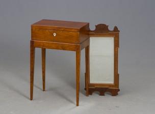 Ompelupöytä ja peili