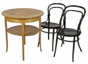 Pöytä ja tuoleja, 2 kpl