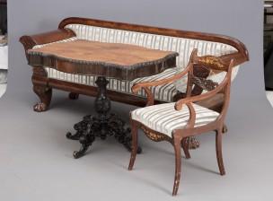 Sohva, pöytä ja nojatuoli