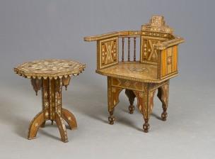 Pöytä ja nojatuoli