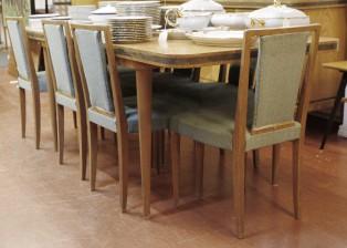 Pöytä ja tuoleja, 8 kpl