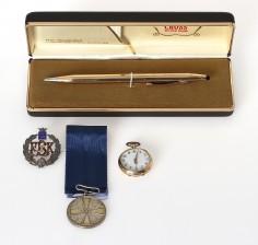 Kello, kynä ja merkkejä, 2 kpl