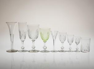 Erä lasistoa ja laseja