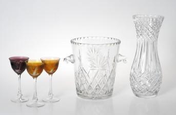 Maljakko, viininjäähdytin ja laseja, 3 kpl