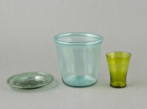 Purkki, lautanen ja lasi
