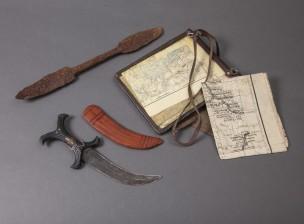Karttalaukku, veitsi ja maalöytö