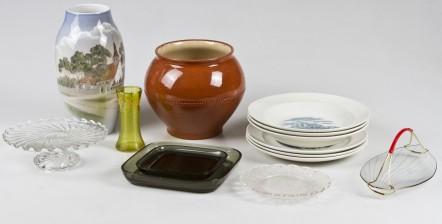 Erä posliinia ja lasia