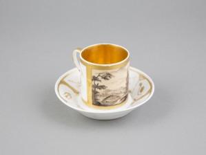Kahvikuppi ja lautanen