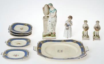 Figuriinejä, 4 kpl ja koristelautasia 1+5