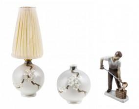 Figuriini, maljakko ja valaisin