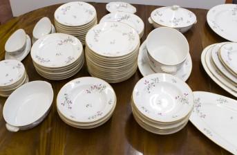 Ruoka-astiasto, noin 70 osaa