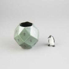 Maljakko ja pingviini