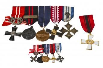 Erä kunniamerkkejä ja miniatyyrimerkkejä