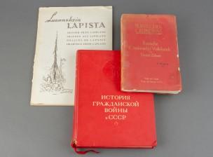 Kirjoja, 2 kpl ja luonnoslehtiö