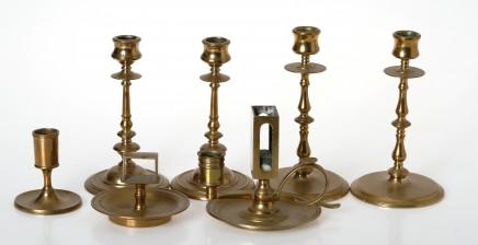 Kynttilänjalkoja ja tikkuaskitelineitä, yht. 7 kpl