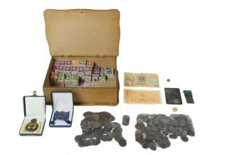 Erä rahoja, postimerkkejä, ym.