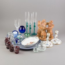 Erä sekalaista lasia ja keramiikka