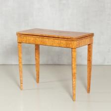 Pelipöytä