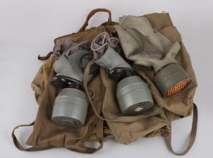 Kaasunaamareita, 3 kpl ja laukkuja, 3 kpl