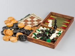 Shakkipeli ja backgammon -pelinappulat