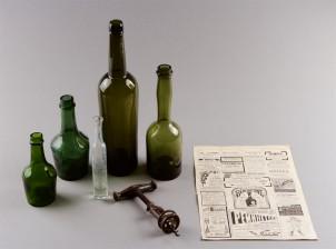 Pulloja, 5 kpl, pullonavaaja ja lehden sivu