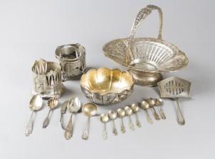 Erä platea ja hopeaa