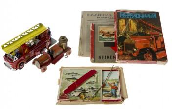 Leikkiautoja, 2 kpl, kirjoja ja pelejä