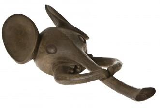 Kypäränaamio, Elefantti