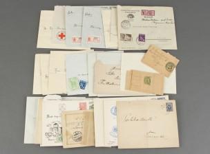 Erä kirjekuoria postimerkeillä