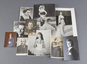 Valokuvia omistuskirjoituksella, 10 kpl