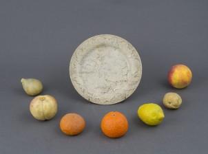 Lautanen ja hedelmiä, 7 kpl