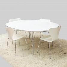 Pöytä ja tuoleja, 4 kpl