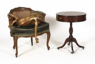 Pöytä, nojatuoli ja konsoleita, 2 kpl