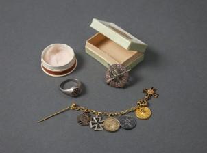Pfadfindersormus, miniatyyriketju ja merkki