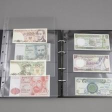 Erä ulkomaisia seteleitä kansiossa